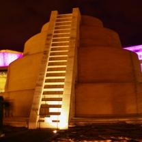 Palace of Artsin pihalta löytyy mukava näköalapaikka Zikkurat Galéria.