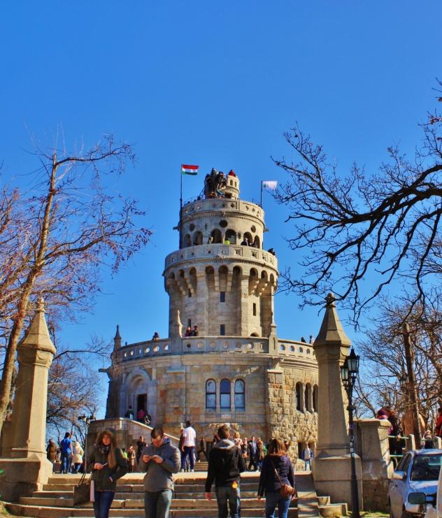 Tehtiin kämppiksen kanssa retki Budan kukkuloista korkeimmalle, János-hegylle. 23,5m korkea näkötorni kantaa nimeä Erzsébet-kilátó.