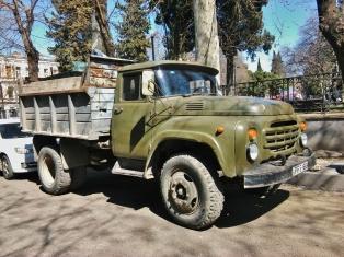 Yleisimmät raskaat ajoneuvot melkeimpä koko Georgiassa olivat legendaariset Zil ja Kamaz.