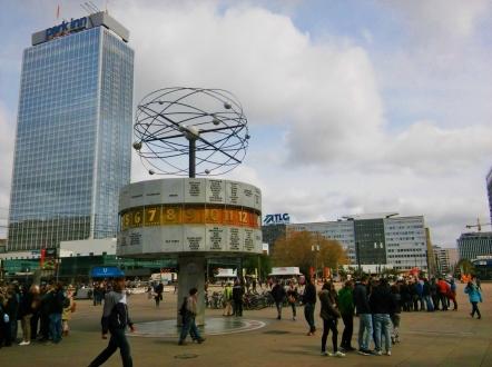 Weltzeituhr eli maailmankello Alexanderplatzilla