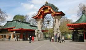 Zoologischer Garten Berlin eli Berliinin eläintarha. Sisäänpääsy 14,5 €, jäi käymättä. Ei mun budjetti nyt kaikkeen taivu.