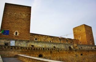 Castello Normano-Svevo, remontissa kuten kaikki muukin Italiassa.