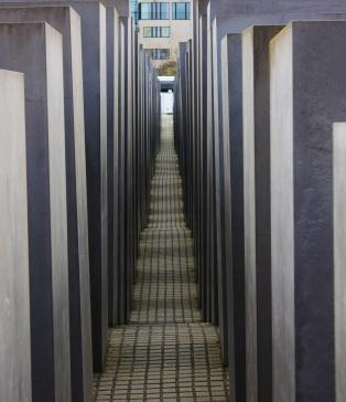 Euroopan murhattujen juutalaisten muistomerkki, eli 2711 kpl betonipaasia.