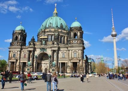 Berliner Dom eli Berliinin tuomiokirkko. Näitä nyt on varmaan nähty jo ihan tarpeeksi.