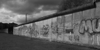 Berlin Wall Memorial, joka sijaitsi Nordbahnhofin kulmilla.