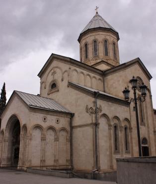 Arvotaan tässä olevaksi Kashvetin kirkko.