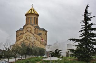 Sameban katedraalilla oli juuri hetkeä aikaisemmin syttynyt tulipalo kirkon edessä/alla olevissa tiloissa. Niinpä sen päivän käynti jäi tyngäksi.