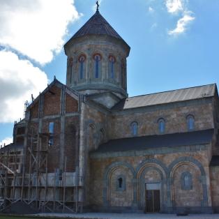 Bodben luostari kaikkien muiden rakennusten tapaan täysrempassa.