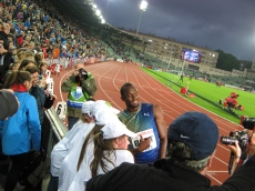 """Voittoaika 19.79, on se kova! Tukholmassa 2010 oli 100 metrillä Bolt vs Gay, jossa Bolt taisi kokea ekan tappion Berliinin MM-kisojen jälkeen. Onnistuin nappaamaan silloin Gayltä nimmarin, sekä jonkun hänelle heittämän lippiksen. Siinä luki """"Ren idrott"""". Ja kuinkas sitten myöhemmin kävikään, 2013 kusi ei ollut ihan puhdasta."""