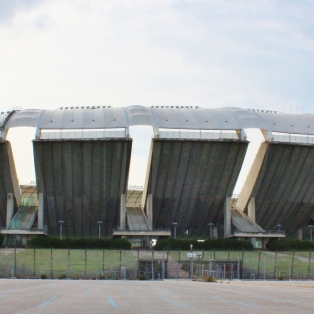 Jostain syystä on tullut noita stadioneita kierrettyä. Tässä vuoden 1990 MM-kisoihin rakennettu Stadio San Nicosia, jossa Serie B:n F.C. Bari 1908 kynäilee.