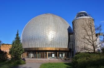 Ei tullut enää yllätyksenä, että Zeiss Major Planetarium oli rempassa.