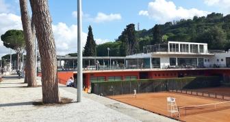 Jos jotain, niin stadionin ympäristöstä löytyi tenniskenttiä.