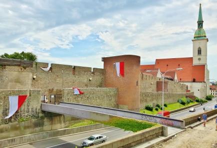 Stredoveké mestské hradby eli