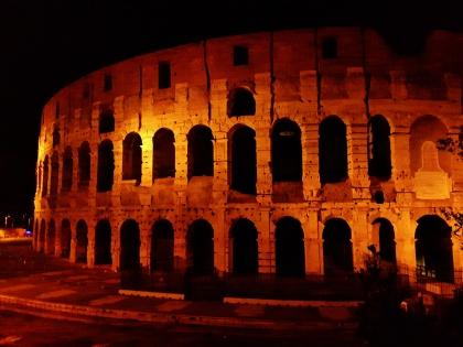Iltakävelyllä uudestaan Colosseumilla.