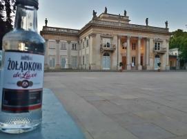 """Jos minulla olisi """"bucket-list"""", siinä lukisi että """"juo vodkaa Puolassa"""". Litrahinnat lähtivät muistaakseni noin 10 eurosta."""