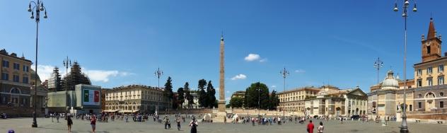 Vikana päivänä aamupalaa Piazza del Popololla. Aamun menu oli pari ciabattaa ja paketti Philadelphia-tuorejuustoa jostain marketista.
