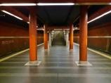 Metroasema, jonka nimeä ei voi enää muistaa.