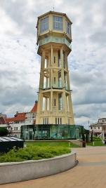 Tässä se vesitorni. Korkeutta hänellä 45m ja ensimmäinen torni tälle paikalle rakennettiin jo vuonna 1912.