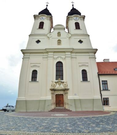 Tihanyn benediktiiniluostari. Sisälle ei päässyt, olivat ehtineet lyödä jo ovet säppiin.