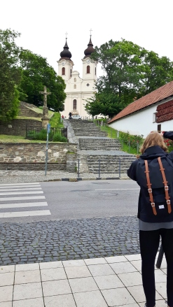 Kuvaajaa kuvaamassa.