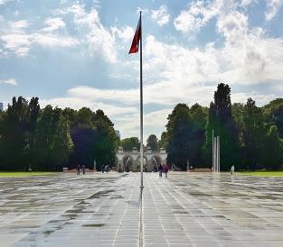 Tuntemattoman sotilaan hauta Orgod Saski -puistossa.
