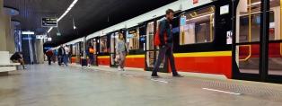 Varsovasta löytyy tällä hetkellä kaksi metrolinjaa, tässä kuvaa uudemmasta, vuosi sitten avatusta.