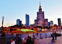 Varsova iltavalaistuksessa: maaginen