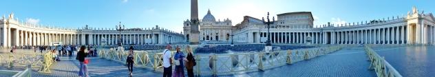 Alkuillasta Vatikaanin ympäristössä kävelemässä.