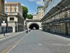 Via Milano kulki ihan tunnelissa. Huh, kyllä täällä on kaikkee.
